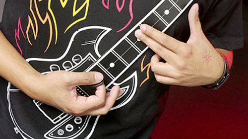 Gitar Çalan Tişört
