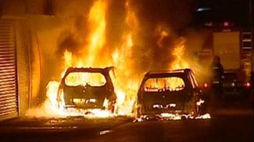 Beyoğlu'nda park halindeki 6 araç kundaklandı
