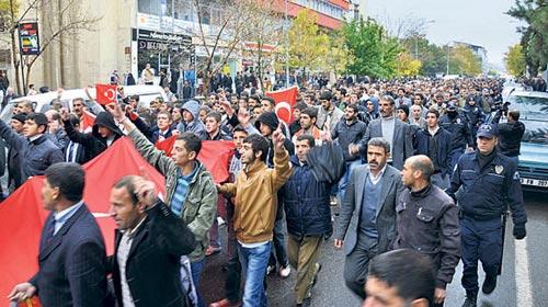 Bingöl'de 43 STK'dan PKK'ya Protesto