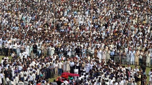 İngiltere'de 20 Bin Kişilik Cenaze