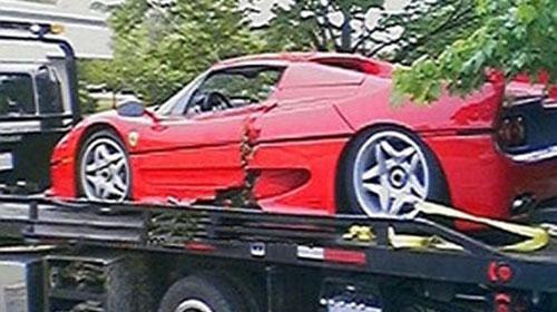 Ferrari'yi Çarptılar