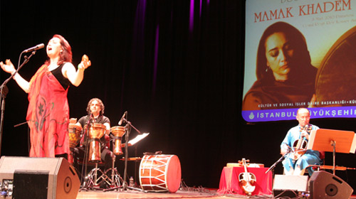 İran'ın Ateş Sesi Mamak Khadem