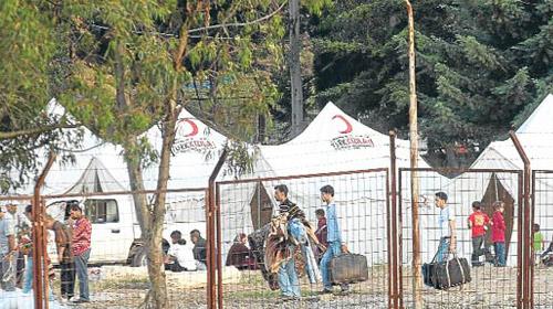 """""""Türkiye Suriye'yi Tokmakla Vuruyor"""