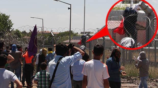 Bayrağı indiren şahıs talimatı PKK'dan almış