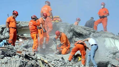 Karadeniz Depremzedelere Kucak Açtı