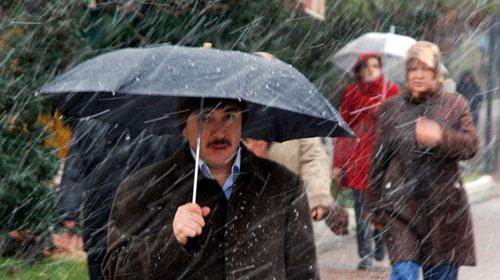 Yoğun Yağış Ankara'yı Felç Etti