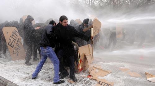 Ankara'da Öğrenci-Polis Çatışması