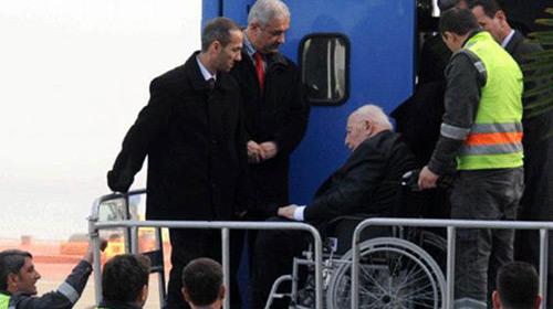 Erbakan Hastaneye Kaldırıldı