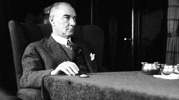 Karpat: Atatürk CHP ile başa çıkamıyordu