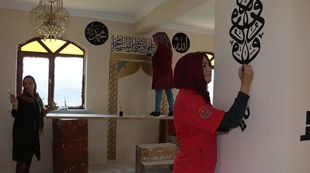 Camileri 'hat'la güzelleştiriyorlar