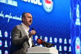 Adalet Bakanı Gül: Siz, sizin gibi düşünmeyene baskıda bulunamazsınız