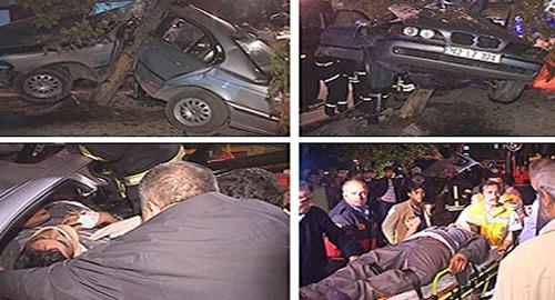 Otomobil Ağaçta Asılı Kaldı