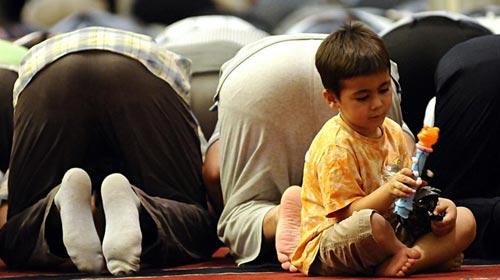 Çocuklar Camiyi Sevsin Diye