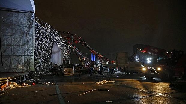 AKM'de tören için kurulan platform yıkıldı