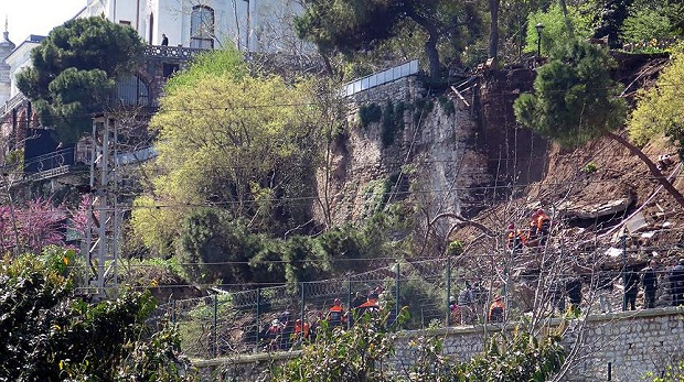 Gülhane Parkı'nda duvar çöktü yaralılar var