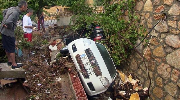 Bodrum'da sağanak 350 ev ve iş yerini etkiledi