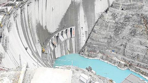 Türkiye birincisi Deriner barajı hizmete giriyor