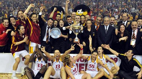 İşte Galatasaray, İşte Kupa!