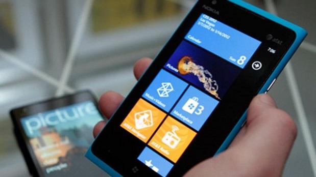 Nokia akıllı cihazlarla geri dönüyor