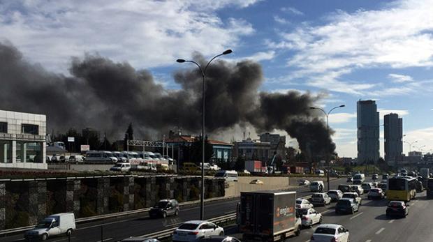 İstanbul'da 12 katlı otel binasında yangın