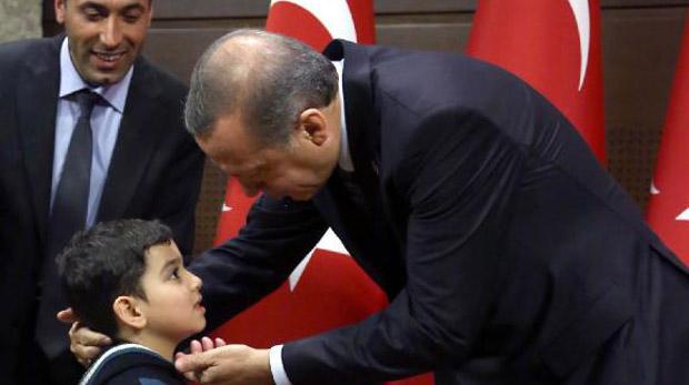 Suriyeli çocuk Erdoğan'ı duygulandırdı