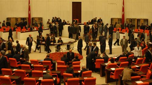 Meclis'te Fare Alarmı