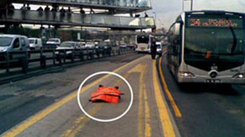 Metrobüs Durağında İnsanlığın Öldüğü An!