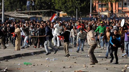 Bazı Subaylar Protestoculara Katıldı