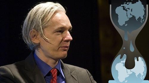 Moore Assange İçin Kefalet Önerdi