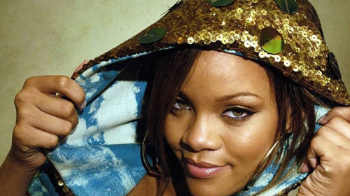 Rihanna Hastaneye Kaldırıldı