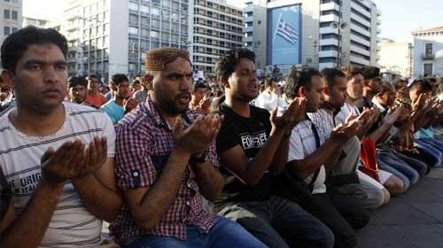 Yunanistan camiyi kendisi yapacak