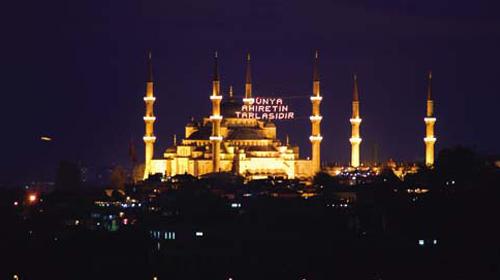 Ramazan'ın İlk Mahyası Asıldı