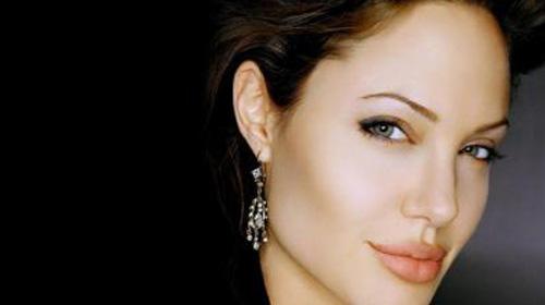 Angelina Kafayı Bir Türk'e Taktı