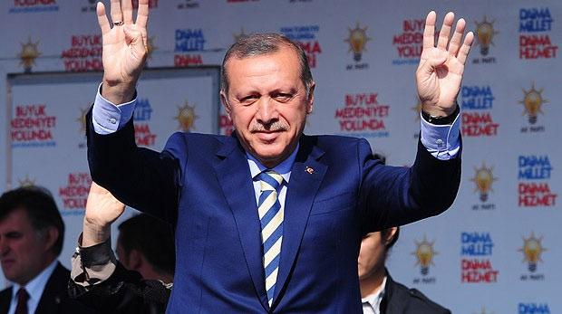 Muhalefet katillerle el tutuşuyor, biz savaşıyoruz
