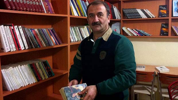 Umut Kitabevi'nin sahibi Şemdinli'de Başkan adayı
