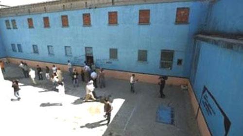 Açlık grevindeki PKK'lılar cezaevini yaktı
