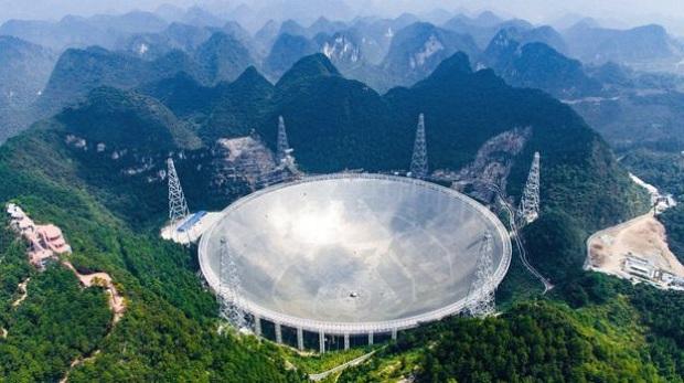 Çin 30 futbol sahası büyüklüğündeki teleskopu test ediyor