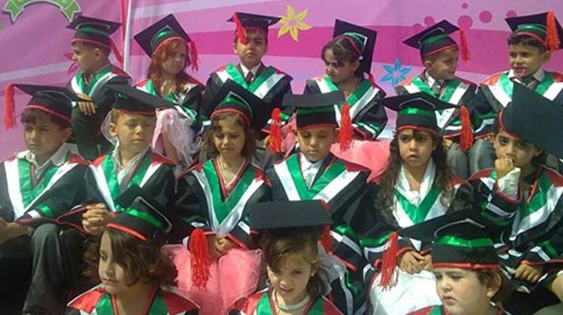Gazzeli yetimler ilk mezunlarını verdi