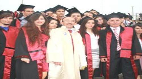 Çocuklarına Kızdı, Üniversite Diploması Aldı