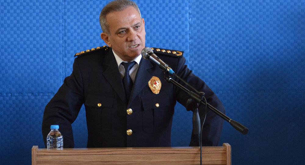 Polis Müdürü:Hiçbir kimseye, örgüte ve hele hele hiçbir cemaate ya da tarikata, şeyhe bağlı olmayacaksınız