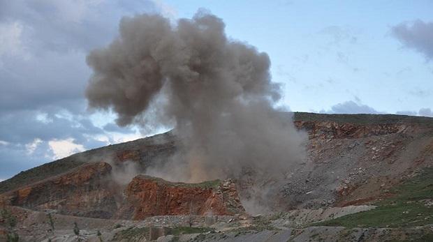 Muş'ta bomba yüklü araç havadan vuruldu
