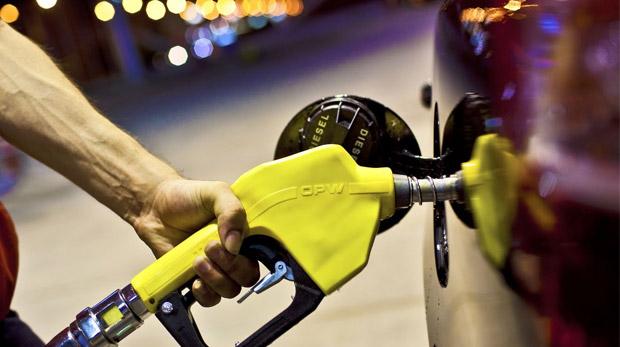 Akaryakıt firmalarına 'fiyatı düşürün' uyarısı