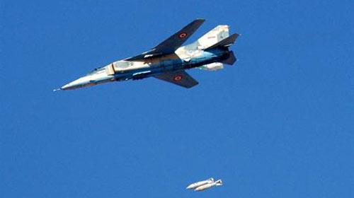 Esed'e kendi pilotu bomba yağdırdı