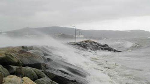 Akdeniz'de Fırtına Gemileri Durdurdu