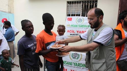 İHH Haiti'ye de Ulaştı