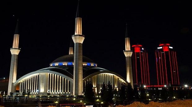 Berat Kandili'nde 85 bin camide aynı dua