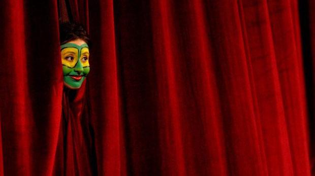 İlk kez yeni kurulan tiyatrolara destek