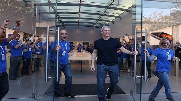 Apple iPhone 7 alıcılarına kapılarını açtı
