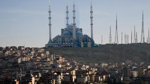 Bakan Çamlıca'da camiye karşı çıktı