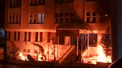 Liseliler Kaldıkları Yurdu Ateşe Verdi